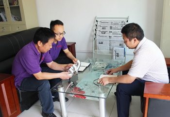 安嘉焊接工艺师与客户探讨焊接工艺