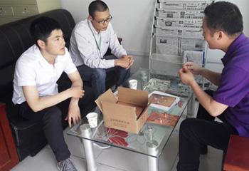 安嘉焊接工艺师与客户探讨工艺