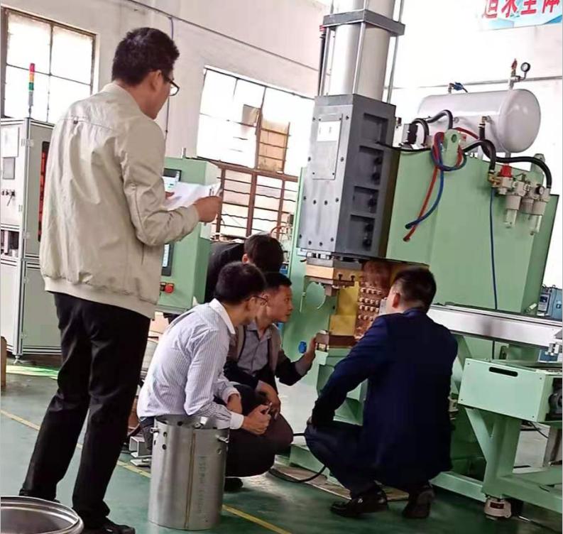 日本客户来厂验收大型中频点焊机