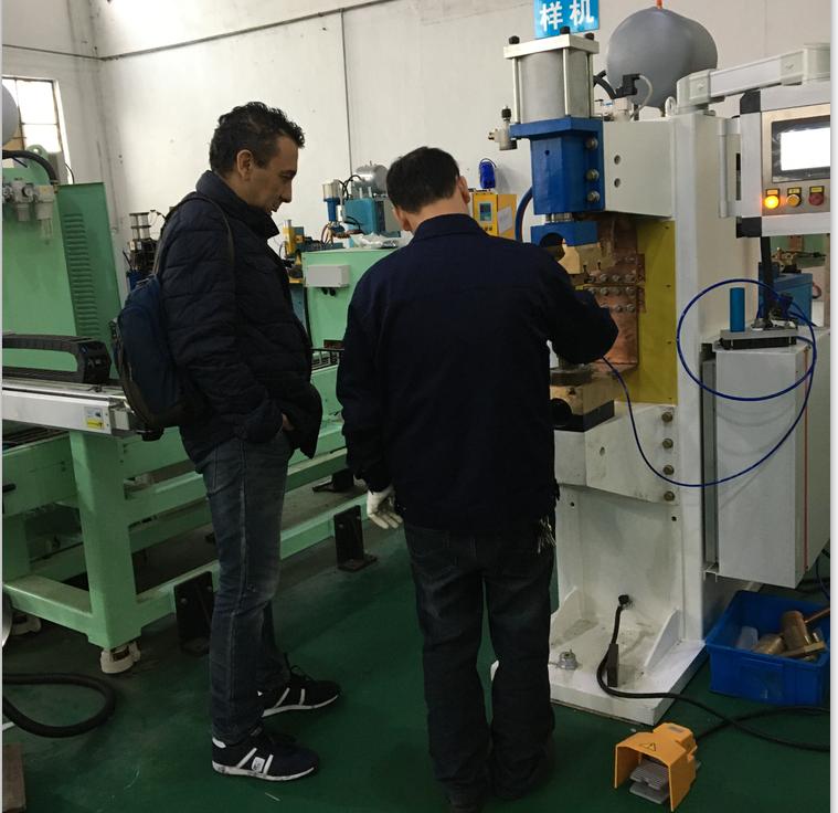 意大利客户来厂验收中频点焊机