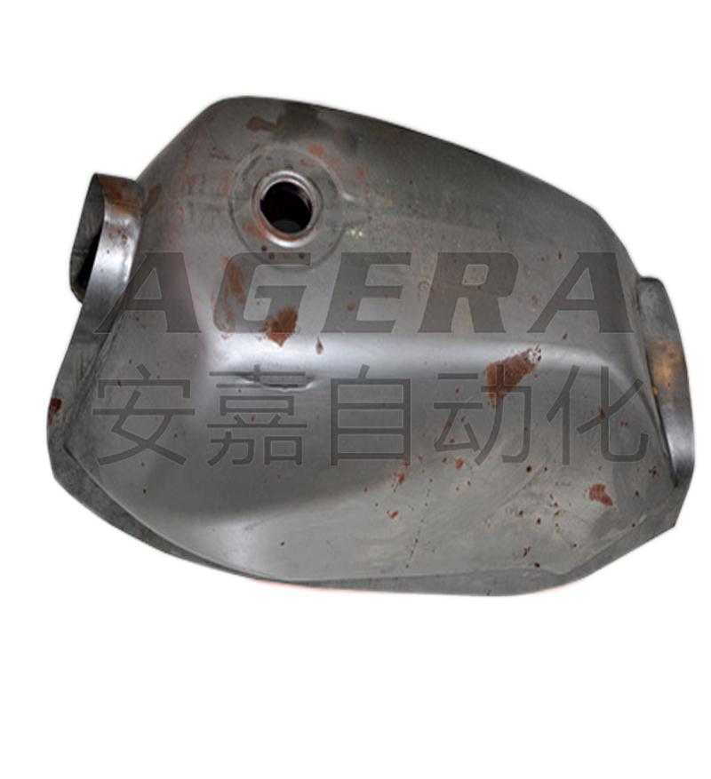 首页 焊接样品展示 汽车配件样品 油箱  飞机上的或汽车上的装燃料的